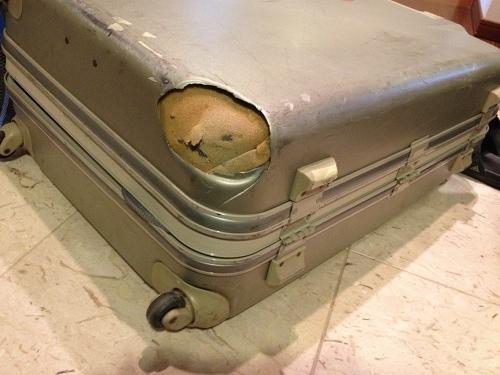 壊れたスーツケース