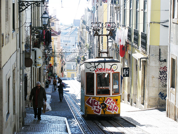 リスボンの街角1504171
