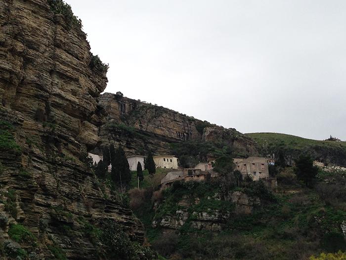 コルレオーネ村 岸壁