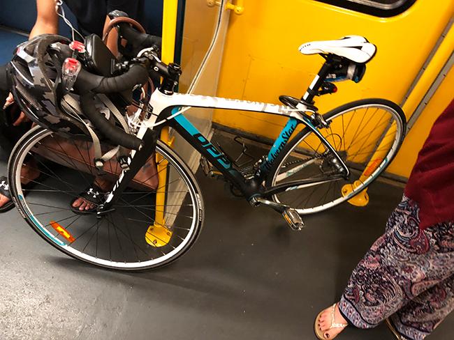 シドニー電車内