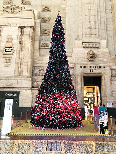 ミラノ中央駅クリスマスツリー