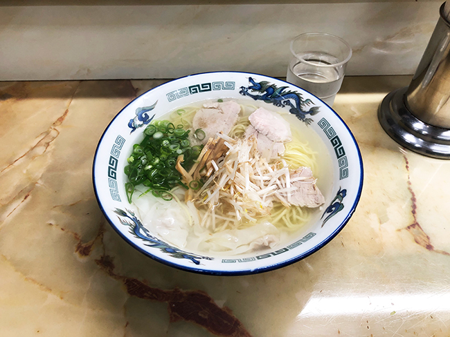新生軒ワンタン麺